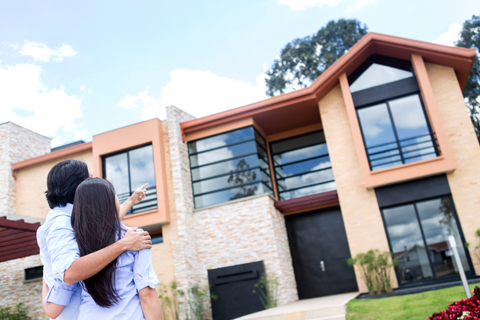 couple looking at investment property to buy, hard money loans